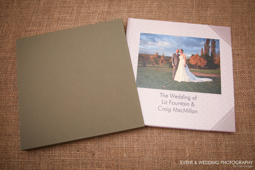 The smaller books contain 30 pages and are available in two sizes, 22x22 cms and 30x30 cms.