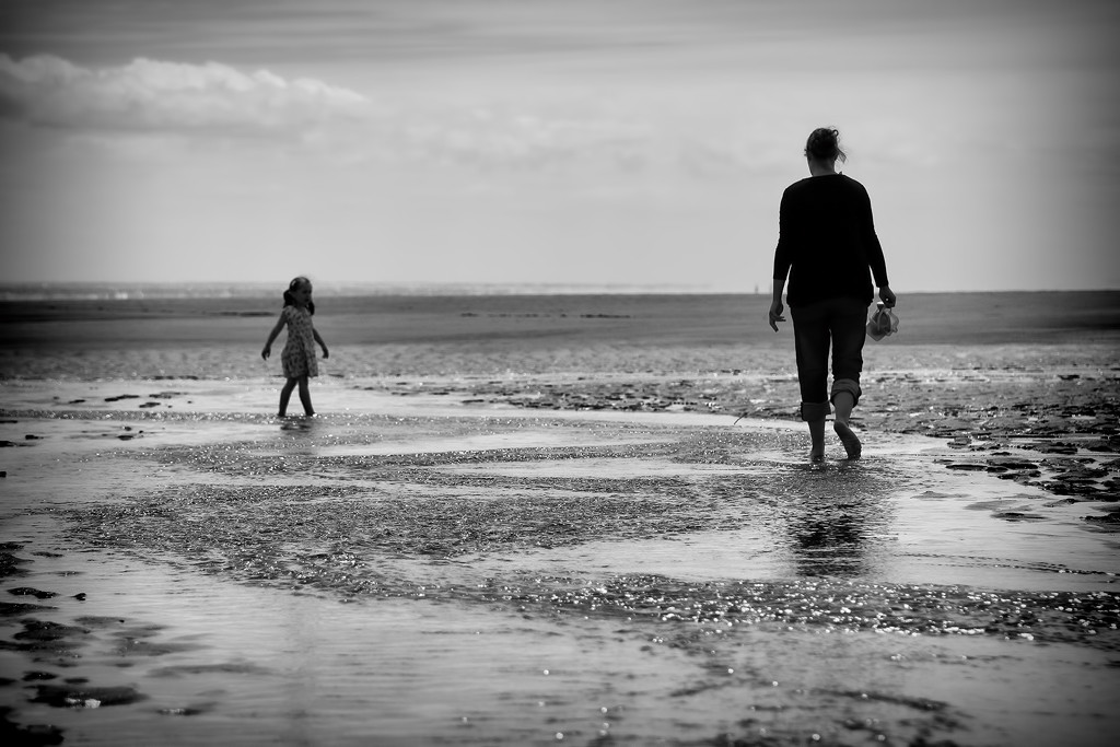A mother and daughter enjoy some time together on the beach - by Northamptonshire family photographer Karl Drage