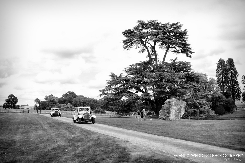 The bridal party arrives, by Northamptonshire wedding photographer Karl Drage